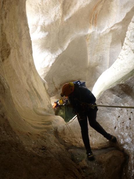 retour au jour après la courte traversée de la grotte del colombei. Un des grands moments d'orbisi