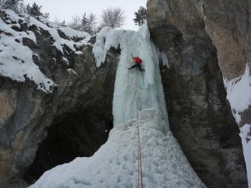 Cascade de glace à Ceillac, Sombre héro.