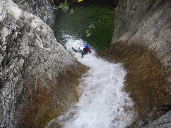 Grand toboggan dans la ricchuisa, beau canyon corse proche d'Ajaccio