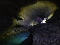 la splendide rivière souterraine de la grotte des chamois